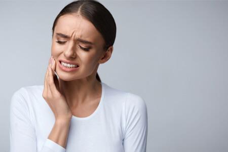 https://cdn.yarbanoo.com/media/posts/health/97/07/27/p2-eh-health-2327/toothpain.jpg